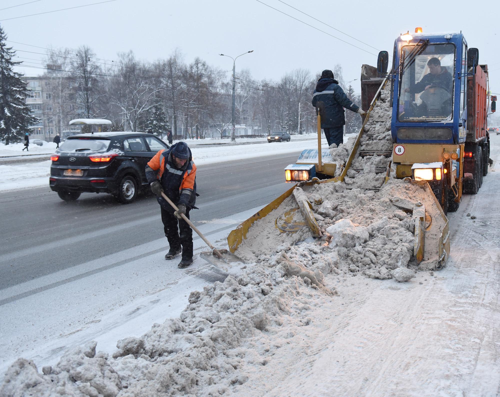 Автомобильная лопата для уборки снега fiskars