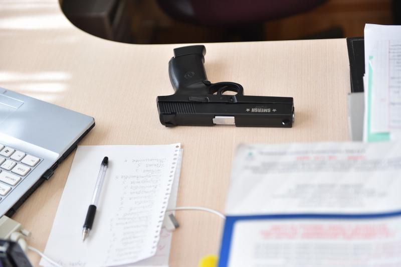 В Казани задержали вооруженного ножом и пистолетом старшеклассника