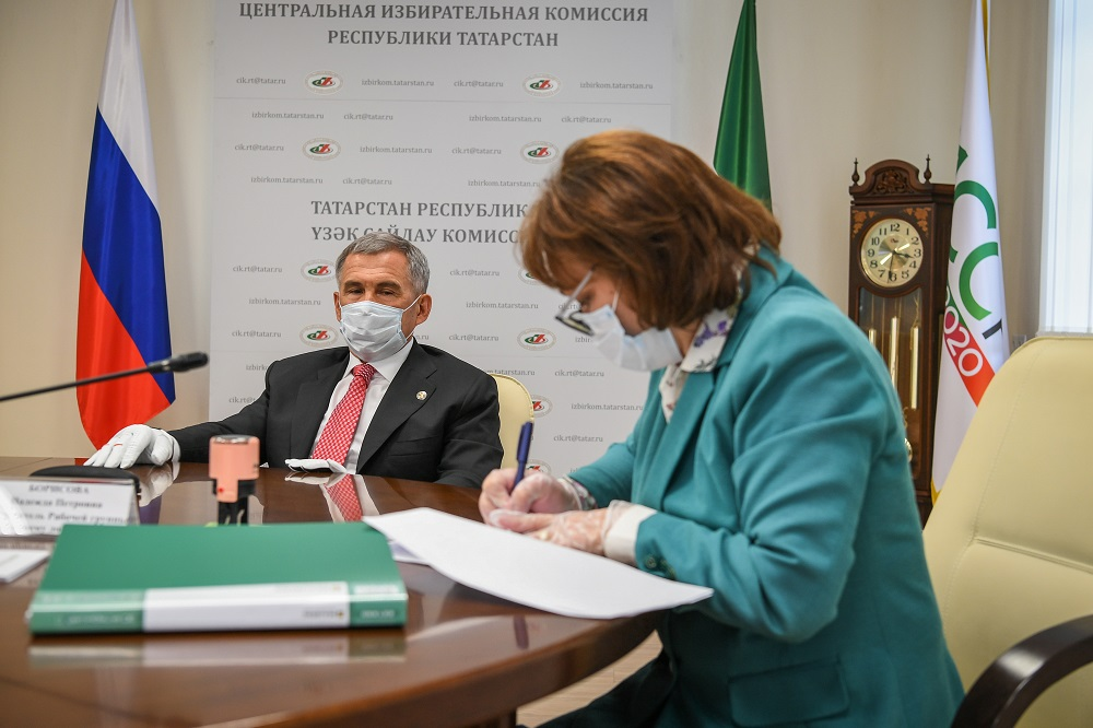 Минниханов подал документы в ЦИК РТ
