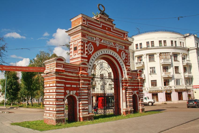 Арка Красные ворота в Казани